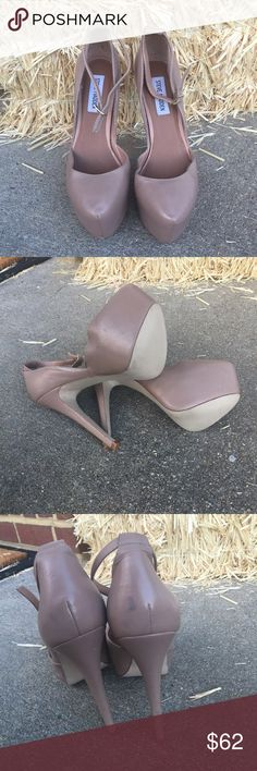 "Steve Madden very high heel nude heels sz: 7.5 Awesome pair of Steve Madden high heels sz: 7.5. These have been sitting and tossed around in my closet as I never got a chance to wear them. Minor damage reflects in pics, nothing badly noticeable. These are nude in color and of course could be worn with any color! Price reflects minor damage 💕 heel height 5 3/4"" with a 1 3/4"" front platform! Steve Madden Shoes Heels"