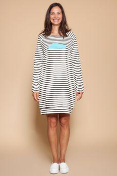 Vestido sudadera con rayas marineras y estampado naif