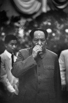 Mao Zedong pendant un banquet de réception du Premier ministre polonais, Pékin…