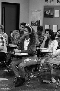 BELL 'The Fabulous Belding Boys' Episode 15 Air Date Pictured Elizabeth Berkley as Jessie Spano Tiffani Thiessen as Kelly Kapowski Photo by Alice S...