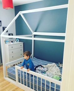 How to build a Montessori bed for your baby Toddler Floor Bed, Diy Toddler Bed, Toddler Rooms, Montessori Bedroom, Montessori Toddler, Murphy Bed Plans, Kids Bedroom, Second Child, Kid Furniture