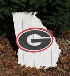Georgia Bulldogs Wooden Pallet State of Georgia Sign, Custom Wood Sign, Wall Decor, Man Cave Decor #handmade #Rustic #woodworking #walldecor #mancavedecor #georgiabulldogs #DAWGS #goDawgs #wallhangings