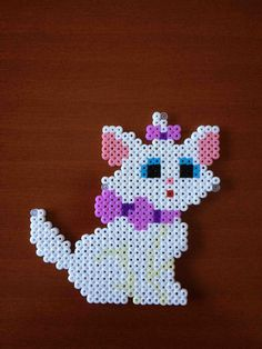 Marie Aristogatos imán (from Las cosas de Hama de Ana y Santi) Easy Perler Bead Patterns, Melty Bead Patterns, Perler Bead Templates, Beading Patterns, Fuse Beads, Pearler Beads, Disney Marie, Pearl Beads Pattern, Perler Bead Mario