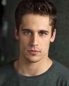 Bartley (Actor is Martiño Rivas) Just Beautiful Men, Pretty Men, New Actors, Actors & Actresses, Tv Shows 2017, Cute Gay Couples, Fine Men, Good Looking Men, Perfect Man