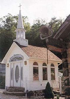 wedding chapel in the Blue Ridge Mountains of North Carolina Abandoned Churches, Old Churches, Abandoned Places, Chapel Wedding, Wedding Chapels, Wedding Church, Old Country Churches, Take Me To Church, Cathedral Church