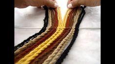 Ply split braiding strap for Mochila bag Tapestry Bag, Tapestry Crochet, Macrame Patterns, Crochet Patterns, Crochet Stitches, Knit Crochet, Finger Weaving, Card Weaving, Crochet Handbags
