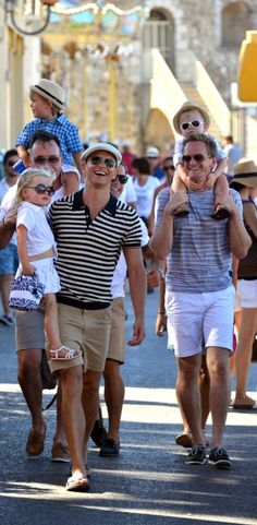 Neil Patrick Harris + David Burtka + the twins = perfection.