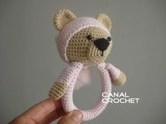 Amigurumis Sonajero crochet osito: Aqui en video: Abreviaturas: AM- anillo mágico-  magic ring. Pb-  punto bajo- single croch... Crochet Baby Toys, Crochet For Kids, Baby Knitting, Free Crochet, Crochet Stitches, Crochet Patterns, Eco Friendly Toys, Baby Rattle, Montessori