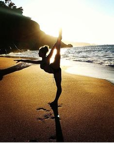 Yoga pictures nature dancers pose 32 ideas for 2019 Poses Gimnásticas, Dance Poses, Yoga Poses, Dance Photography Poses, Gymnastics Photography, Beach Photography, Artistic Photography, Outdoor Yoga, Yoga Pictures
