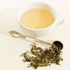 White tea helps boost oral health, improve skin health & protects it against UV rays. Benefits of white tea also include a potentially reduced cancer risk & heart disorders. Beauty Tips For Hair, Beauty Advice, Beauty Secrets, Beauty Tricks, Beauty Routine 30s, Morning Beauty Routine, White Tea Benefits, Causes Of Tooth Decay, Beauty Hacks Eyelashes