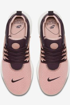 This Nike Sneaker Is the Perfect Shoe For LISS — and All Your Fall Outfits Pretty Shoes, Cute Shoes, Me Too Shoes, Zapatos Shoes, Shoes Sneakers, Converse Shoes, Shoes Sandals, Heels, Comfy Shoes