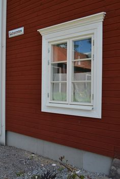 Fönsterfoder - Sök på Google Swedish Cottage, Swedish House, Window Grill Design Modern, Window Design, Pacific Homes, Colonial Exterior, Scandinavian Home, House Rooms, Home Remodeling