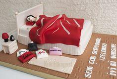 sleeping girl cake Family Cake, Jyj, Cupcake Cookies, Beds, Cakes, Bedroom, Desserts, Food, Tailgate Desserts