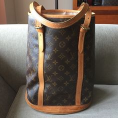 Louis Vuitton bucket GM In good condition! Inside lining is so clean, no peeling nor sticky. Some water marks on the leather. No trade, sorry! Louis Vuitton Bags Totes