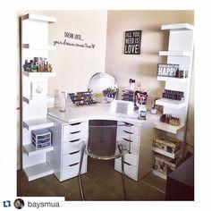 Room o Organizing Makeup Ideas makeup ideas dancing Corner Vanity, Vanity Room, My New Room, My Room, Small Room Bedroom, Bedroom Decor, Bedroom Ideas, Glam Room, Makeup Rooms