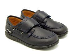 Tienda online de calzado infantil Okaaspain. Zapatilla de piel y serraje con doble velcro. Calidad al mejor precio hecho en España.