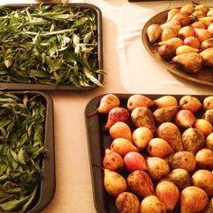 #verveine #poire. Vu au village d'Orpierre! Saveur, Provence, Apple, Fruit, Food, Mountains, Pear, Fine Dining, Provence France