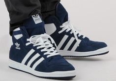 The adidas Originals Decade High has been getting a lot of shine this season, with another release on it's way to your local retailer. Seen here in Navy and White, the high top sneaker is done in all suede, with premium leather used on the 3 stripe logo and ankle collar. Just as fly as …