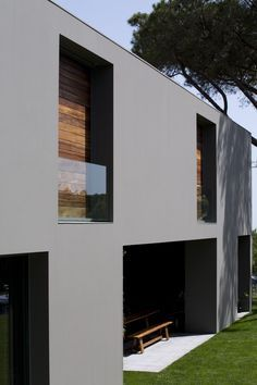Gallery of House in Quinta Patino / Frederico Valsassina Arquitectos – 8 – Architecture Design Exterior, Facade Design, Interior Exterior, Exterior Paint, Contemporary Architecture, Architecture Details, Interior Architecture, Installation Architecture, Colour Architecture
