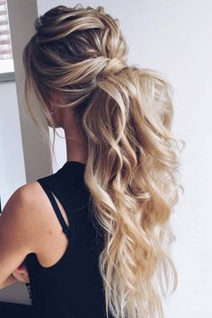 Curly Ponytail Hairstyle For Prom Night ★ It is high time to think a. Curly Ponytail Hairstyle For Prom Night ★ It is high time to think about prom hairstyles as the big dance will soon be upon us. Half up, u - Prom Ponytail Hairstyles, Curly Hair Ponytail, Blonde Ponytail, Twist Hairstyles, Straight Hairstyles, Cool Hairstyles, Hairstyle Ideas, Hairstyles 2016, Gorgeous Hairstyles