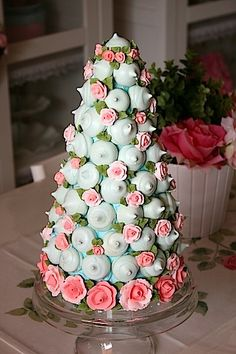 Meringue Cookie Tree/suspiritos (Recipe In Spanish) Croquembouche, Beautiful Cakes, Amazing Cakes, Mini Cakes, Cupcake Cakes, Meringue Pavlova, Cake Tower, Wedding Cake Alternatives, Meringue Cookies