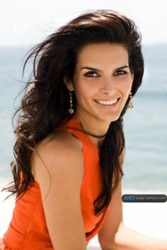 Angie Harmon, why men marry blondes I will never know! There's so much to be appreciated in a brunette beauty.