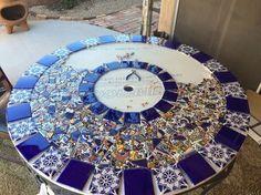 Fantastiche immagini su tavoli con piastrelle recycled