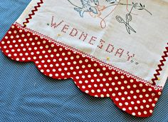 Scalloped hem kitchen towel ~ I wonder if this will work for a pillowcase? Sewing Tutorials, Sewing Hacks, Sewing Tips, Sewing Ideas, Quilting Projects, Sewing Projects, Embroidery Patterns, Machine Embroidery, Fabric Crafts