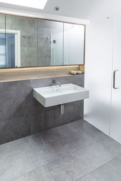 Large wall hung basin for simplicity in the design
