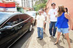 A eleitora Camila Veloni (à dir.) xinga o ex-ministro Antonio Palocci Filho, que está dentro do carro