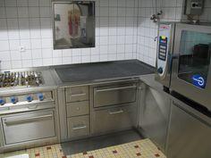 Wirtschaftsherd mit zwei Bratrohren Kitchen Cabinets, Home Decor, Fine Dining, Economics, Decoration Home, Room Decor, Kitchen Cupboards, Interior Design, Home Interiors