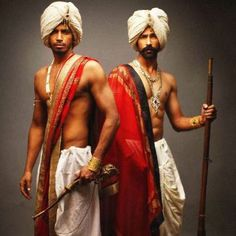 Le Decor Que J'adore — Dhoti and turban, Indian traditional men's style. Indian Men Fashion, Mens Fashion, Beautiful Men, Beautiful People, Indian Man, Indian Style, Halloween Disfraces, Poses, Indian Outfits