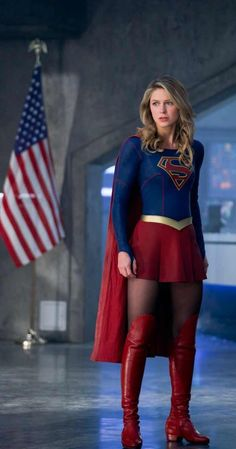 Supergirl Comic, Melissa Supergirl, Supergirl And Flash, Supergirl Season, Melissa Benoist, Batwoman, Univers Dc, Dc Heroes, Celebs