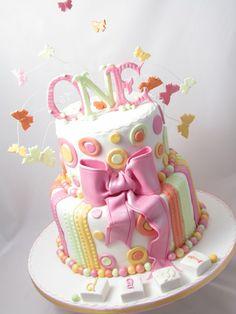Gâteau d'anniversaire thématique – 50 idées pour le 1er an de bébé