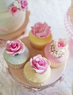 gorgeous cupcakes with roses and pearls
