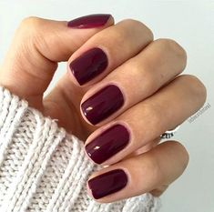 False nails have the advantage of offering a manicure worthy of the most advanced backstage and to hold longer than a simple nail polish. The problem is how to remove them without damaging your nails. Nagellack Design, Nagellack Trends, Cute Nails, Pretty Nails, Hair And Nails, My Nails, Nails Polish, Red Shellac Nails, Essie Nail Polish Colors