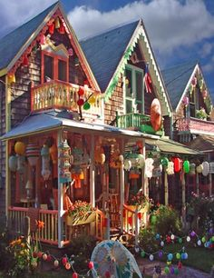 Illumination Night Martha's Vineyard Cottage Homes, Cottage Style, Marthas Vinyard, Oak Bluffs, Victorian Homes, Victorian Decor, Nantucket, Coastal Living, Cape Cod
