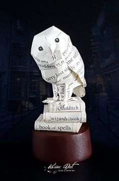 Hedwig on books Paper Sculpture - Harry Potter by KarineDiot