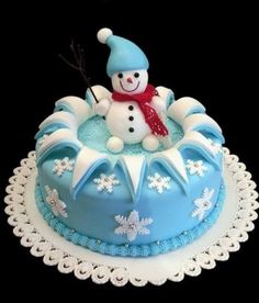 Christmas Cake & Dessert Ideas With A Wow Factor Chrismas Cake, Christmas Themed Cake, Christmas Cake Designs, Christmas Cake Decorations, Christmas Cupcakes, Christmas Sweets, Holiday Cakes, Noel Christmas, Christmas Baking