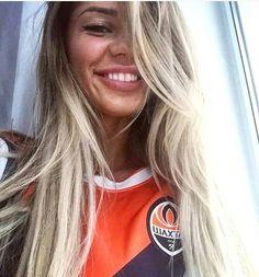 Football Girls, Long Hair Styles, Beauty, Long Hairstyle, Long Haircuts, Long Hair Cuts, Beauty Illustration, Long Hairstyles, Long Hair Dos