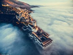 When it comes to drone photography, the sky truly is the limit. For the 2018 Drone Awards, a panel of judges selected the best in aerial images. Here are the best drone photos of Photography Contests, Photography Awards, Aerial Photography, Building Photography, Photography Photos, Umbria Italia, Drones, Drone Quadcopter, National Geographic