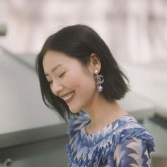 新一周开始啦😬 大家早安哦! #liuwen #liuwenlw #刘雯 #morning Diamond Earrings, Pearl Earrings, Woman Face, Liu Wen, Pearls, Female, Instagram, Jewelry, Fashion