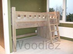 woodiez steigerhouten meubelen voor uw splintervrije kinderbedden, óók onze steigerplanken bedden worden altijd grondig geschhurd