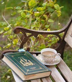 Читать – очень интересное занятие, а никакое не занудство!  Каждая книга – как целый мир, и когда читаешь, можно представить себя на месте любого из героев, придумать, как они выглядят, да и вообще узнать о стольких вещах...