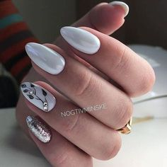 Neutral nails/ accent nail