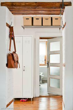 Przedpokój jest wizytówką mieszkania. Organizacja przedpokoju - zmorą Pani Domu. Prezentujemy 10 pomysłów jak urządzić przedpokój, by był ładny, oryginalny i na pewno dobrze zorganizowany.