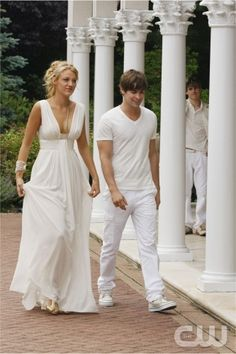 Gossip Girl Blake Lively White Chiffon Prom Dress Long Pleated Bridesmaid Dresses Real Sample Evening Dresses under 100 Gossip Girls, Nate Gossip Girl, Moda Gossip Girl, Blake Lively Gossip Girl, Estilo Gossip Girl, Gossip Girl Seasons, Gossip Girl Outfits, Gossip Girl Fashion, Serena And Nate