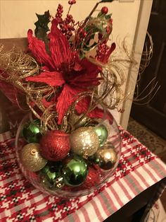 Christmas Projects, Christmas Wreaths, Christmas Crafts, Holiday Centerpieces, Xmas Decorations, Alter Flowers, Christmas Candle Holders, Centre Pieces, Holiday Dinner