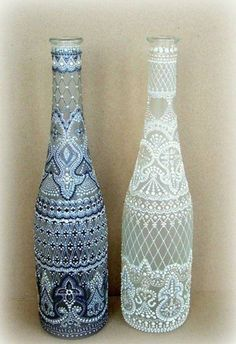 Ideas for creativity – Dot painting on glass pictures) Painted Glass Bottles, Glass Bottle Crafts, Wine Bottle Art, Wine Bottles, Bottle Bottle, Bottle Painting, Dot Painting, Painting Patterns, Pebeo Porcelaine 150