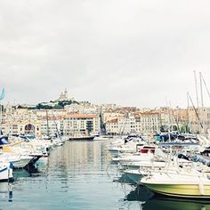 Even with grey skies and rain this city is beautiful ❤️ ____ Had a lovely (yet wet) food tour this morning and explored the Old Port (more views of the sea and port in my stories). ____ The sun is finally coming back and it looks like it'll be a beautiful evening 🇫🇷☀️💋 #vivalafrance #marseillejetaime